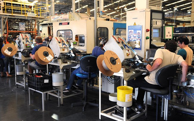 Produção industrial cresce em 9 de 15 estados pesquisados pelo IBGE em agosto