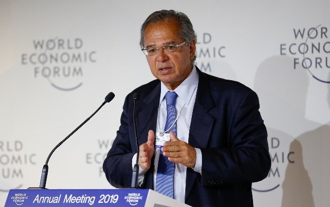 Paulo Guedes estuda reduzir impostos sobre empresas de 34% para 15%